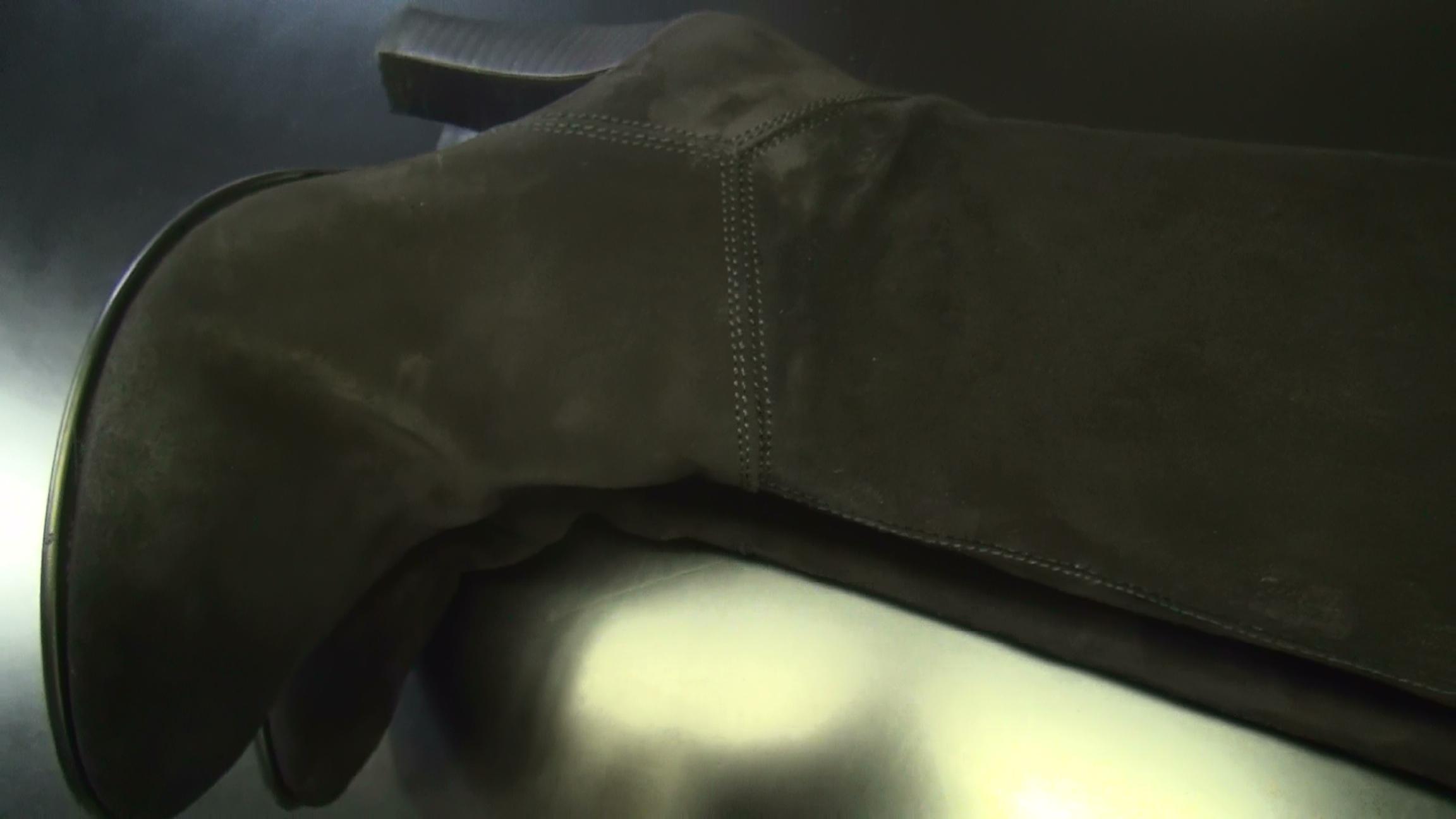 カビを除去したスウェードブーツ